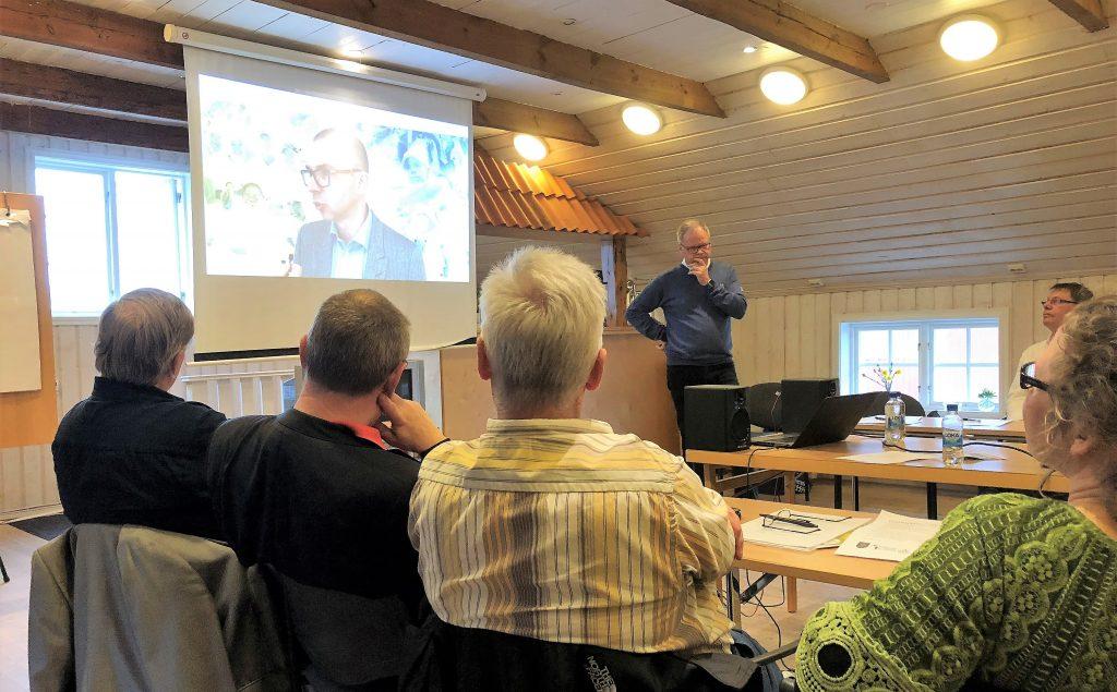 Johan Kannerberg klubbutvecklare på Svenska Golfförbundet informerar om Golfens samhällsnytta